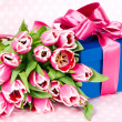 Pink tulips and gift box — Stockfoto #13511998