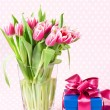 Pink tulips and gift box — Photo