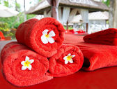 Red towels for spa treatment — Stock Photo