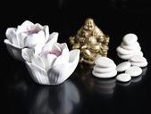 Koncepcja spa i odnowy biologicznej. świece i kamienie — Zdjęcie stockowe