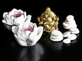 świece, budda i kamienie. koncepcja spa i wellness — Zdjęcie stockowe