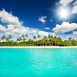 Landscape of tropical island beach with perfect sky — Stock Photo #13762996