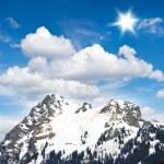 Alpine winter landscape with beautiful blue cloudy sky — Stock Photo