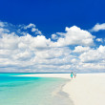 Beautiful tropical landscape. senior couple walking on a beach — Stock Photo
