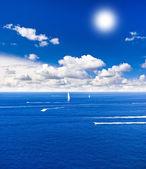 Perfect cloudy sky with sun. beautiful blue sea. — Stock Photo