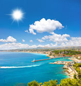 Turquoise sea and perfect sunny blue sky. View of mediterranean — Stock Photo