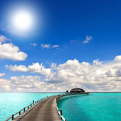 Tropical seascape. overwater bungalow — Stock Photo
