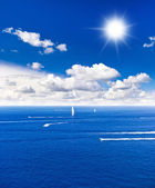 Beautiful blue sea. perfect blue sky — Stock Photo