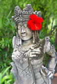 Traditional female balinese statue — 图库照片