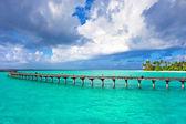 Beautiful dramatic sky and tropical beach — Stock Photo