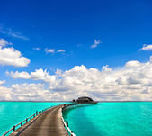 Turquoise sea with beautiful blue sky — Stock Photo