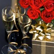 Red roses and champagne on black background - Foto Stock