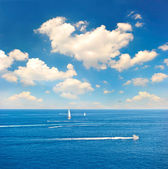 Beautiful blue sea and perfect sky — Stock Photo