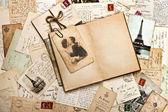 Viejos papeles, francés tarjetas postales y abre libro diario — Foto de Stock