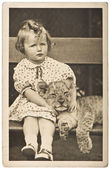 Portrait from little girl with tiger baby — Stock Photo