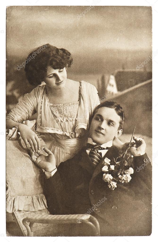 Молодые и старая  фотография