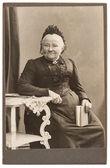 Old portrait of senior woman — Stock Photo