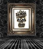 Donkere kamer interieur met suiker schedel — Stockfoto