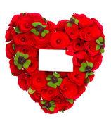 Coração vermelho de rosas com folhas de trevo e cartão branco — Foto Stock