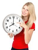 Zaman kavramı. büyük saat tutan genç güzel kadın — Stok fotoğraf