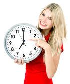 Młoda kobieta trzyma zegar — Zdjęcie stockowe