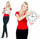 Belle blondinette avec l'horloge — Photo