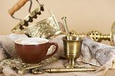 Kopje koffie op vintage achtergrond — Stockfoto