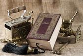 Vieux livre de la bible sur fond vintage — Photo