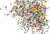 Coloridos confetes variados com serpentina dourada — Foto Stock