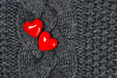Red hearts over knitted wool background. Valentine's Day — Stockfoto