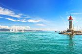 Leuchtturm von st. tropez. wunderschöne mediterrane landschaft — Stockfoto