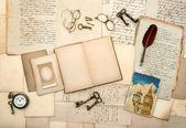 Abra el libro diario del recorrido, imagen de londres, accesorios vintage — Foto de Stock
