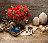 Vintage decoration with eggs and tulip flowers — Fotografia Stock