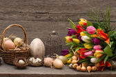 Vintage easter decoration with eggs and tulips — Stock Photo