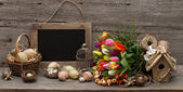 Vintage easter decoration with eggs and tulip flowers — Foto Stock