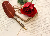 Red rose flower, old letters and antique feather pen — Stok fotoğraf