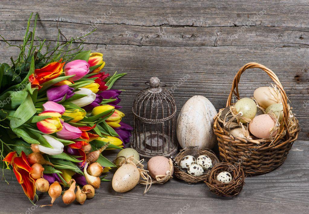 Vintage pasen decoratie met eieren en tulp bloemen - Decoratie afbeelding ...