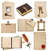 アンティークの時計、キー、ポストカード、フォト アルバム、羽ペン — ストック写真