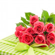Bouquet of fresh pink roses with gift isolated on white — Stockfoto
