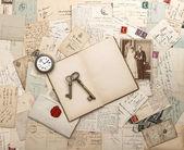 Antika brev och vykort, gammalt vitt foto — Stockfoto