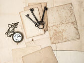 Antique keys and clock, old postcards and papers — Stock Photo