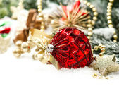 Christmas composition with red baubles and golden decoration — Stock fotografie