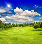 Golf course and blue sunny sky. green field landscape — Stock Photo