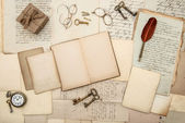 Antique accessories, old letters, gift box, watch and keys — Foto Stock