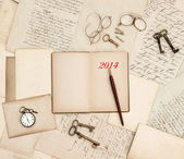 Antique accessories, old letters, watch and keys, diary 2014 — Foto de Stock