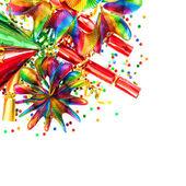 Guirnaldas coloridas, streamer, sombreros del partido y confeti — Foto de Stock