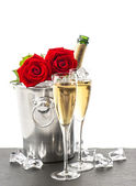 Bottle of champagne, two glasses and red roses — Stock Photo
