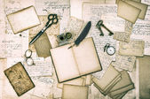 Antique accessories, old letters and vintage ink pen — Stock Photo