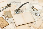 Old letters and postcards, vintage accessories and handwriting — Stock Photo