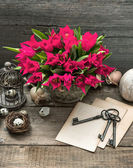 Easter decoration with eggs and red tulip flowers — Stock Photo